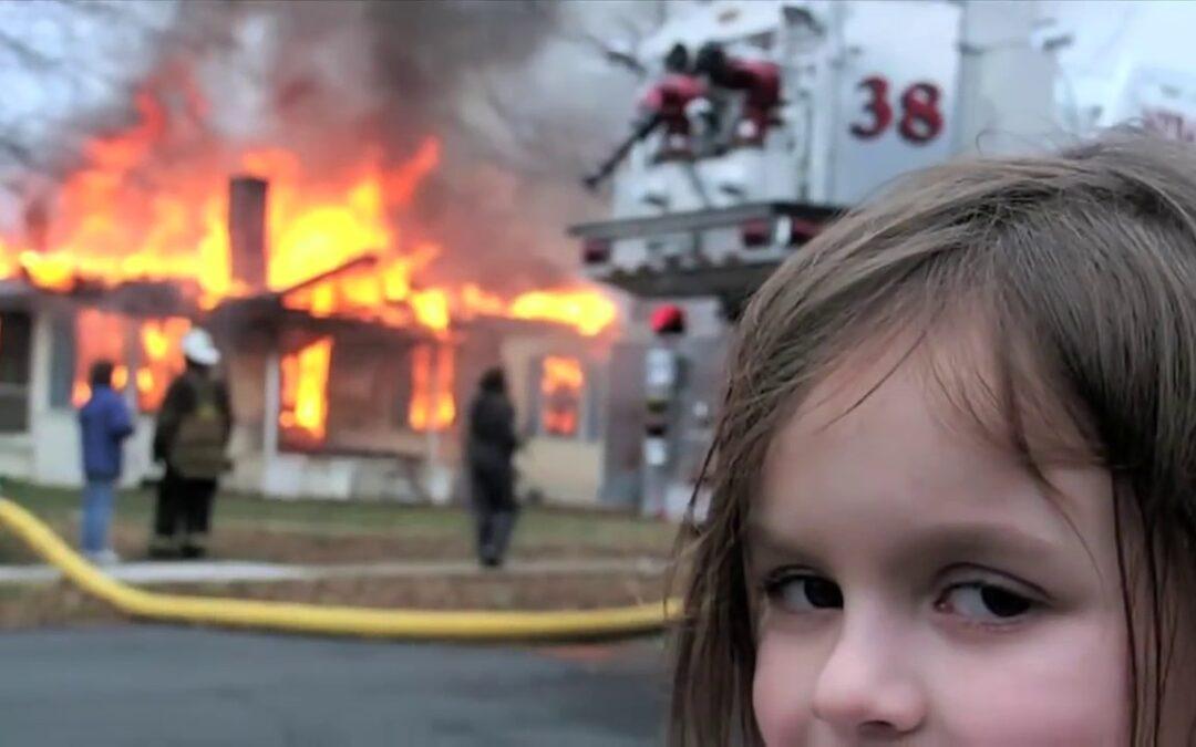 Você costuma apagar fogo com gasolina?